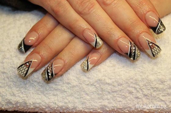Lili Nails Nottingham - akrillal díszített - 2012-01-16 22:50