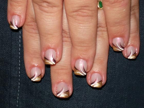 Dallos Beáta - Arany-rózsaszín díszítésű köröm - 2010-11-28 19:24