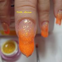 mukorom.hu - Felviszem az alapra a narancs és sárga zselét, majd díszítőtűvel összedolgozom, lámpázom.